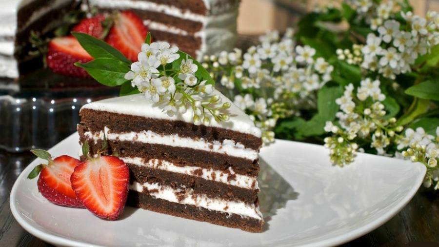 торт из свежей перемолотой черемухи осуществляется